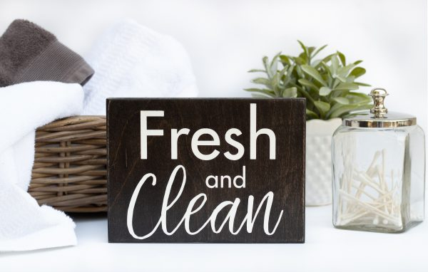 Fresh and Clean Bathroom Wall Decor